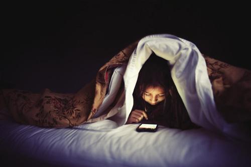 efek-bahaya-bermain-hp-sebelum-tidur-pada-tubuh-4