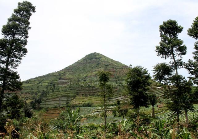105769_gunung-sadahurip--garut-_641_452