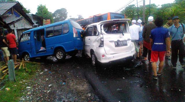 Kecelakaan Beruntun di Puncak Libatkan 12 Kendaraan