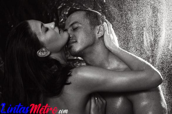 Tips menikmati seks panas di bawah guyuran shower