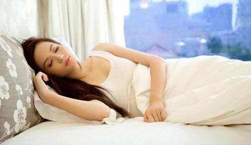7 Alasan Kamu Terbangun Bersimbah Keringat Pagi Ini