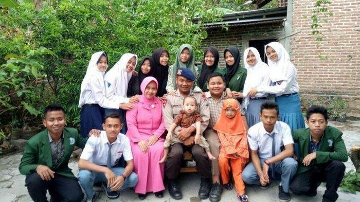 Anggota Brimob, Kisah Inspiratifnya Asuh 79 Anak Tidak Mampu.