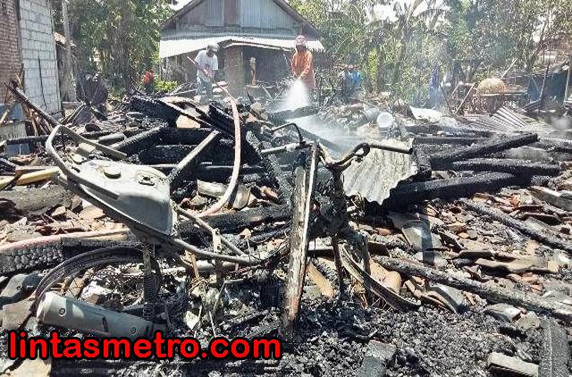 Terbakar Hebat, Rumah Rata dengan Tanah