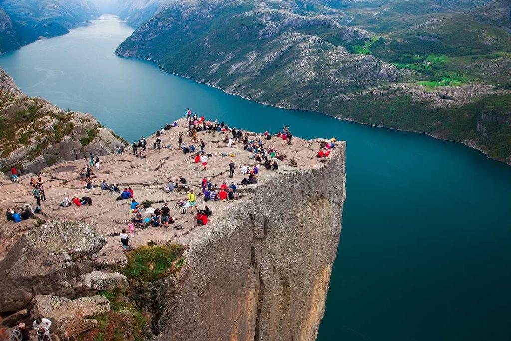 5 Tempat Paling Memesona di Dunia - Pulpit Rock - Preikestolen (Norwegia)