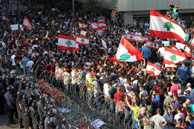 Warga Libanon Kembali Turun ke Jalan Serukan Pemogokan dan Pemerintah Mundur