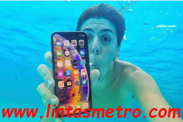 Termakan Iklan Konsumen Bawa Nyemplung Iphone XS Max Ke Air