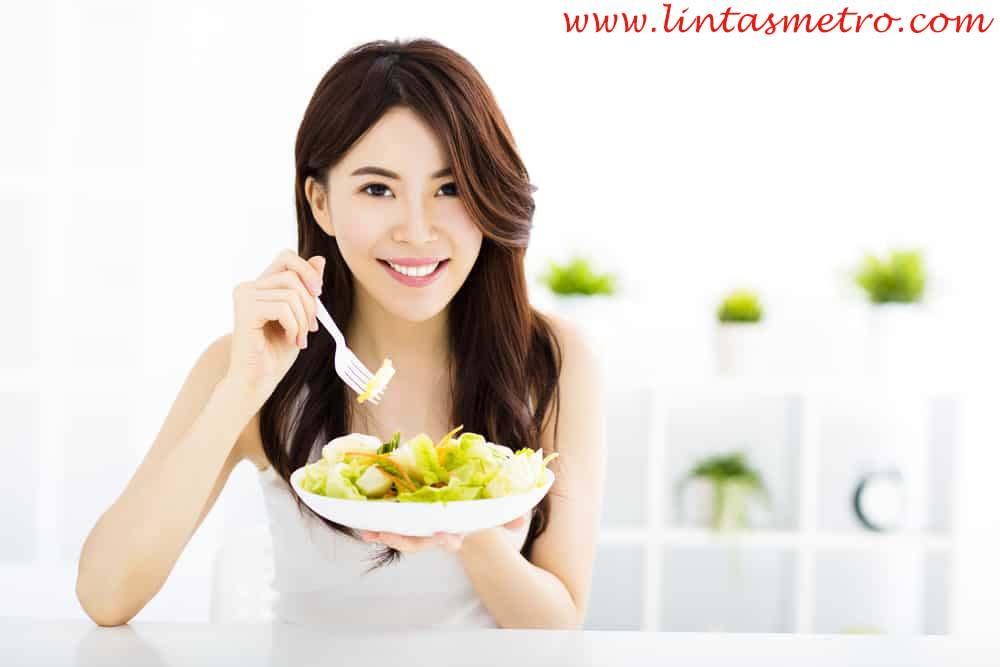 http://lintasmetro.com/makanan-yang-wajib-di-konsumsi-untuk-usia-muda-agar-mencegah-kerontokan-pada-rambut/