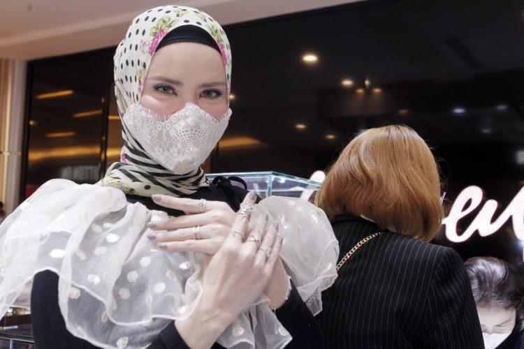 Angel Lelga Terjun ke Bisnis Perhiasan dengan Desain Sendiri