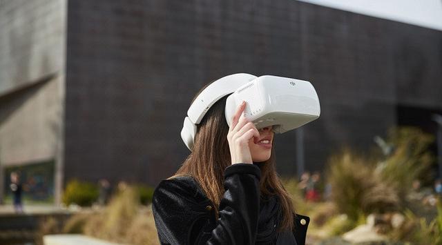 Headset Pengontrol Drone Perdana DJI Resmi Diperkenalkan