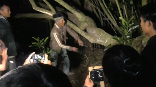 Makam Keramat di Garut Dibongkar Paksa, Ritual Gaib?