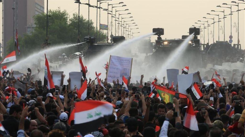 Ratusan Ribu Orang Berdemo di Irak Terbesar Sejak Kejatuhan Saddam Hussein