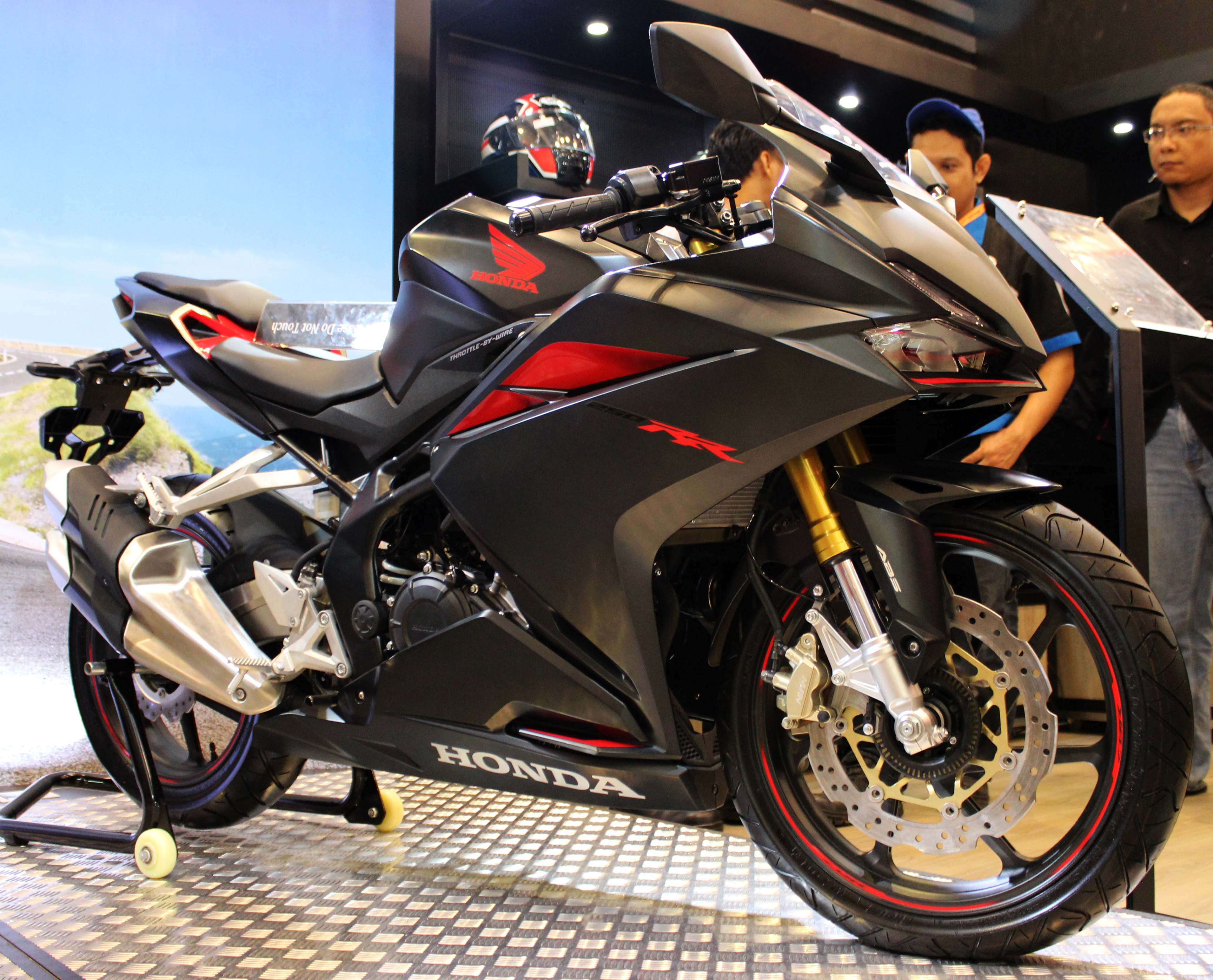 Honda CBR250RR Terbaru Adopsi Teknologi Balap